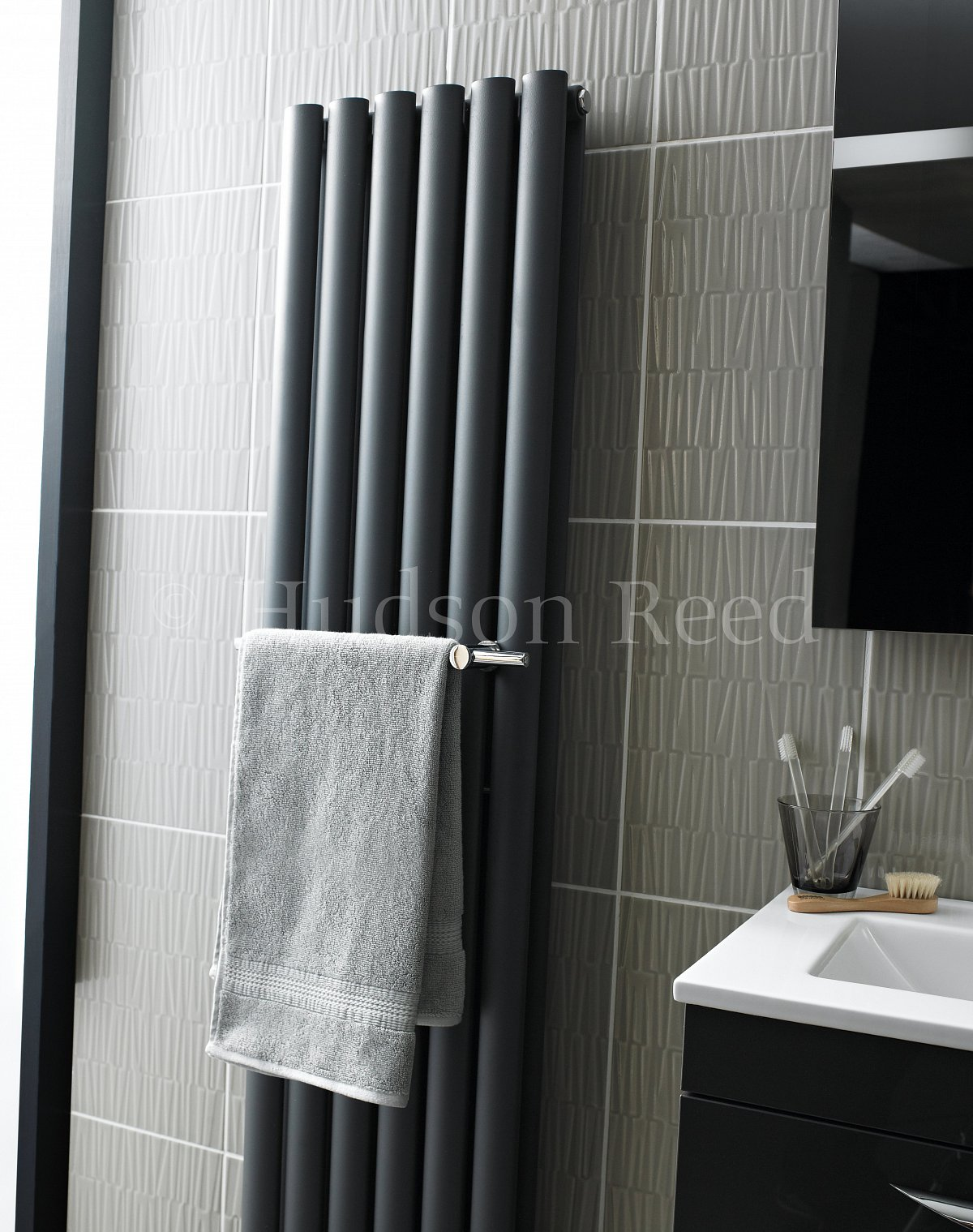 how to add towel rails on tiles